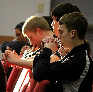 Diocesan Youth Conference participants praying 2015
